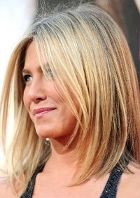 Jennifer Aniston textured wispy diagonal forward bob