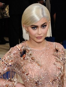 kylie jenner simply glam grey bob haircut 2.