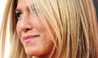 Jennifer Aniston textured wispy diagonal forward bob